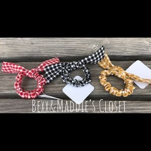 Accessories - 🔥NWT 3 pack of small gingham bow srunchies